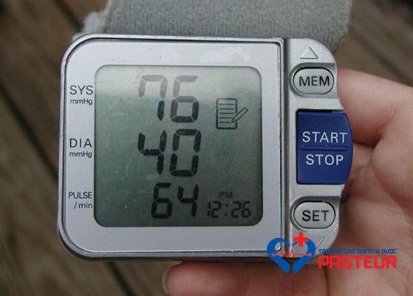 Thế nào là tụt huyết áp?
