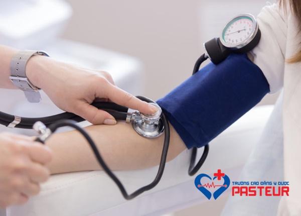 Hạ huyết áp: Nguyên nhân, triệu chứng và biện pháp khắc phục