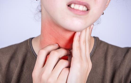 Xuất hiện triệu chứng gì khi bị viêm họng hạt?